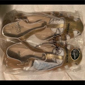 New in bag, rose gold, size 39, Monkey Feet